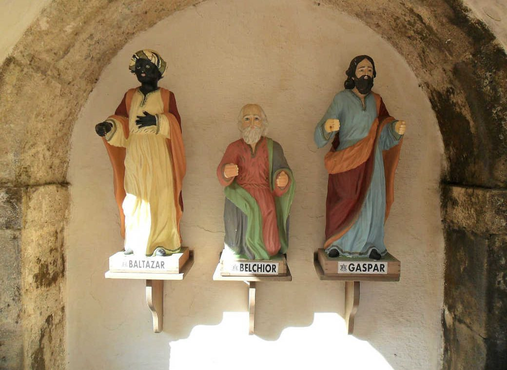 three statues on a wall of the three kings